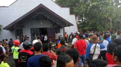 ledakan-bom-di-gereja-oikumene-kelurahan-sengkotek-samarinda-seberang_20161113_121637
